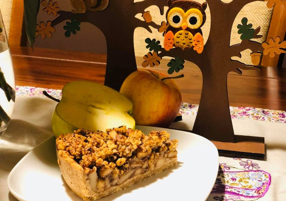 Jablkový koláč s orechovo – ovsenou krustou